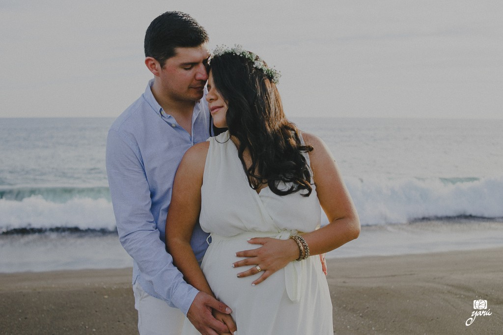 Mom_To_Be_Vanessa_&_David_Waiting_For_Daniel_Campos_Manzanillo_YaRu_Photo_Motion_R-9
