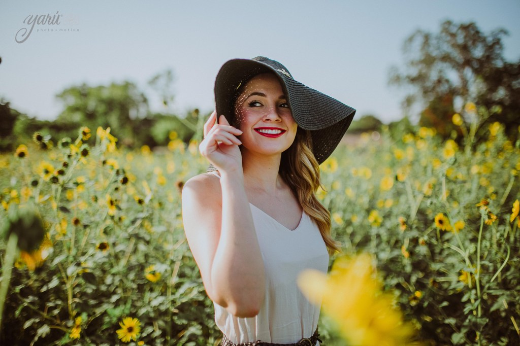 Photoshoot_Jessica_Sunflower_Field_Dallas_Texas_Yaruphotomotion_R-206