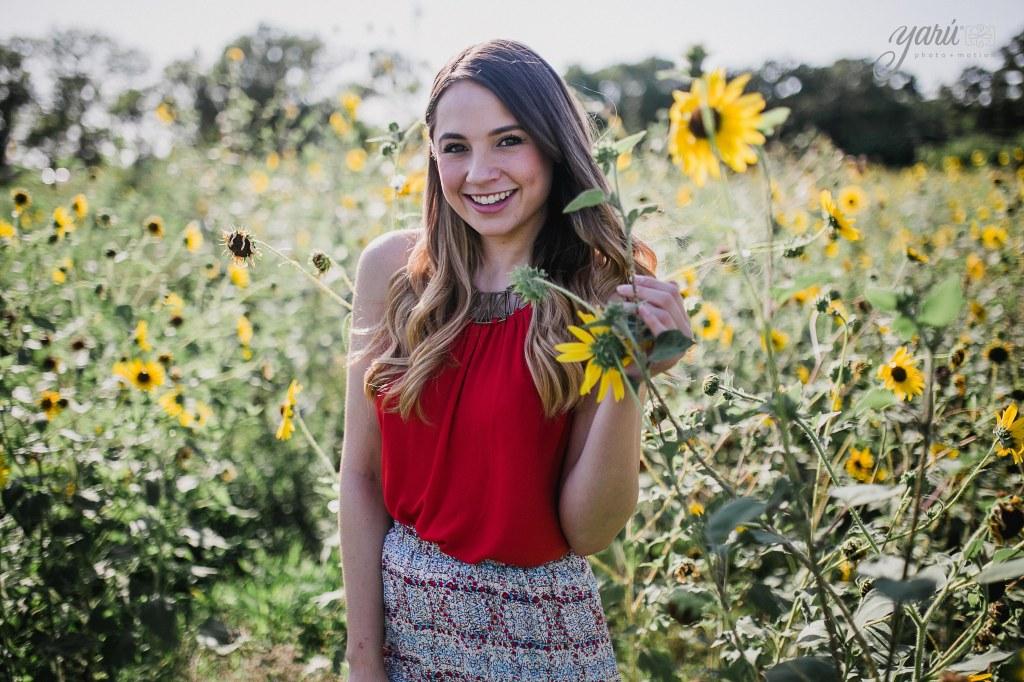 Photoshoot_Jessica_Sunflower_Field_Dallas_Texas_Yaruphotomotion_R-4