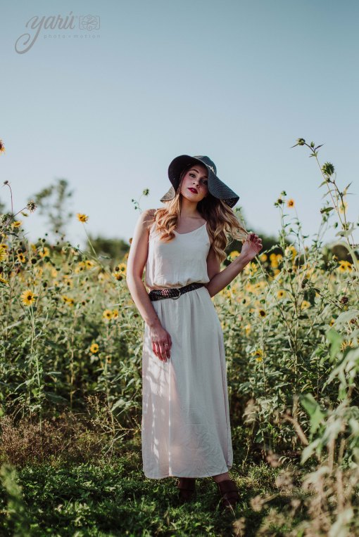 Photoshoot_Jessica_Sunflower_Field_Dallas_Texas_YaRuPhotomotion_Y-208