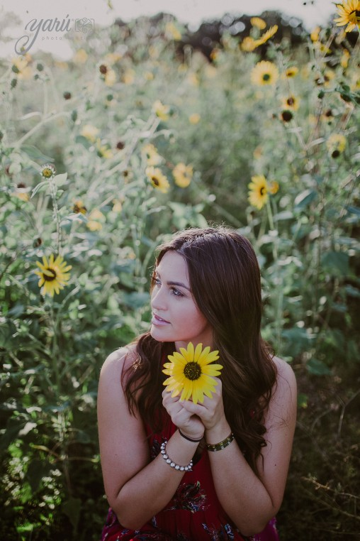 Photoshoot_Victoria_Sunflower_Field_Dallas_Texas_Yaruphotomotion_R-123