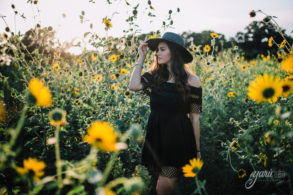 Photoshoot_Victoria_Sunflower_Field_Dallas_Texas_Yaruphotomotion_R-198