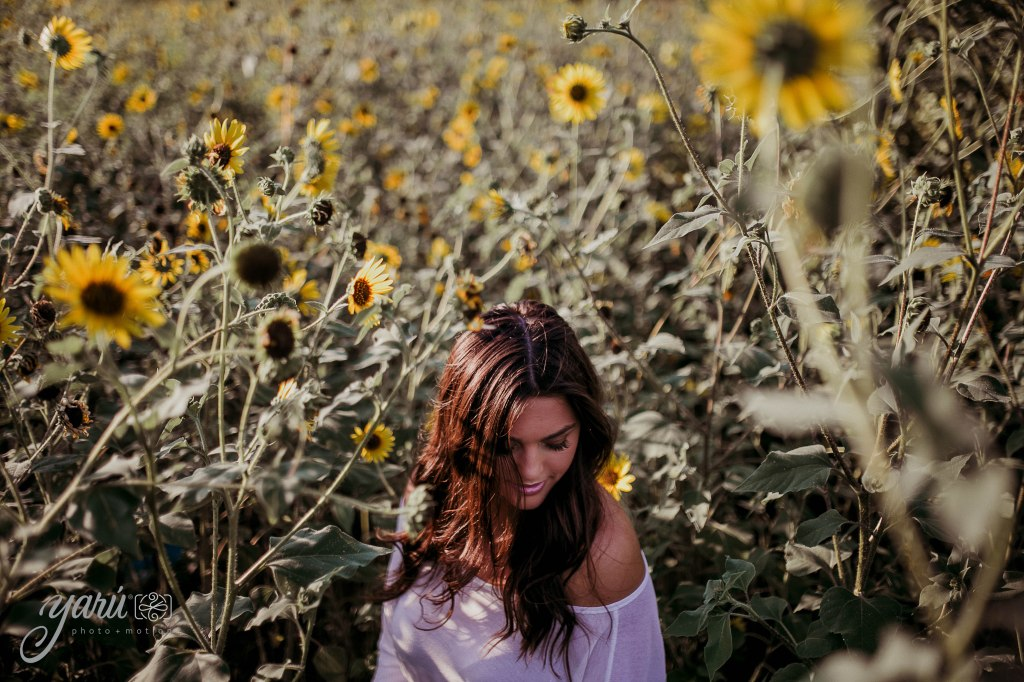 Photoshoot_Victoria_Sunflower_Field_Dallas_Texas_Yaruphotomotion_R-54