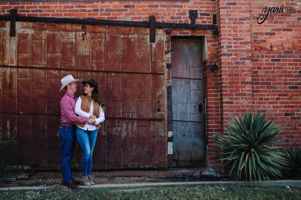 itzel_gustavo_engagement_session_texas_yaru_photo_motion_y-5 copia