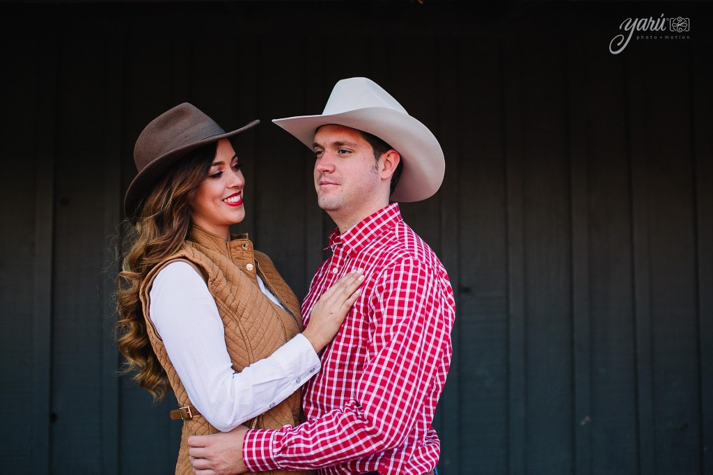 itzel_gustavo_engagement_session_texas_yaru_photo_motion_y-74 copia